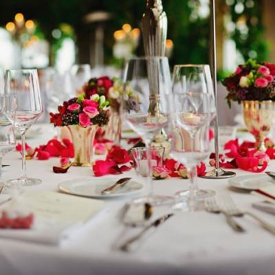 Which Wedding Food Service Style is Right For You?