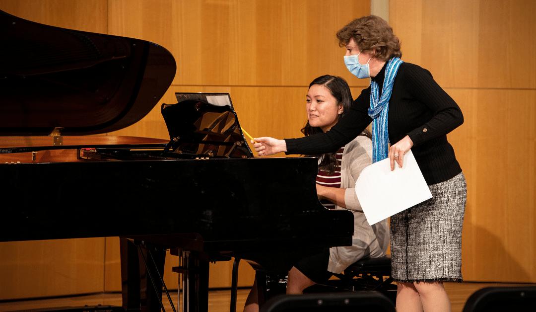Piano Masterclass Inspires Students