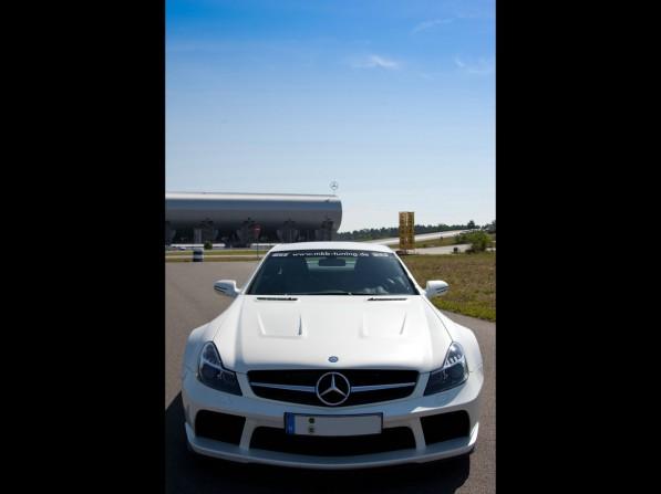2011-MKB-Mercedes-Benz-SL-65-AMG-Black-Series1-597x447.jpg