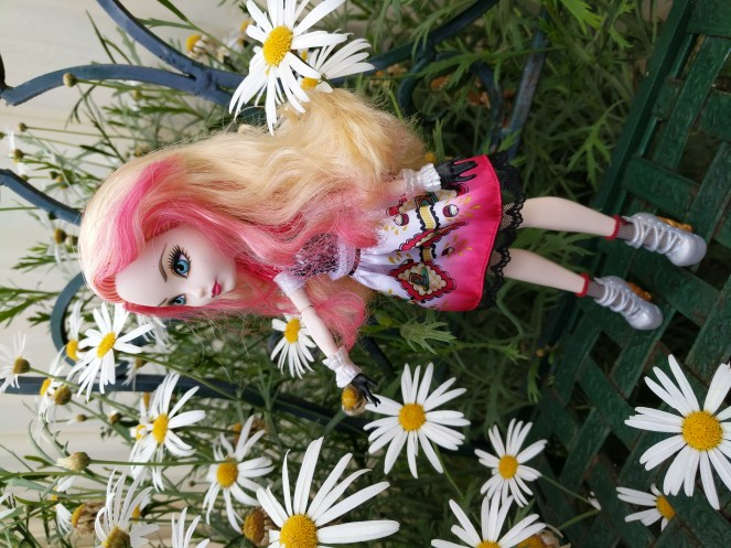 Ever After High Hat Tastic Apple White Doll 4