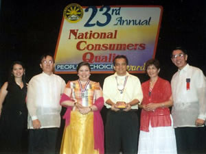 Sir Jojo Esposa (3rd from right) receives an award given by the National Consumers Foundation.