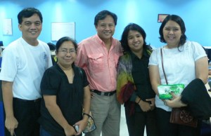 From Left: Sir Jojo, DLS-CSB's Giselle Montero, GMA News Howie Severino, Deaf Myra Medrana and DLS-CSB's Nicky Templo-Perez (Photo Courtesy of DLS-CSB SDEAS)