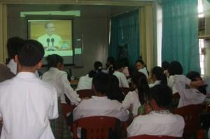 MCCID Deaf Students watch SONA.