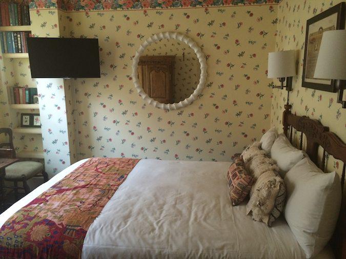 bed in Petite Auberge San Francisco