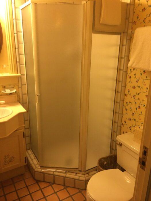 Petite Auberge bathroom
