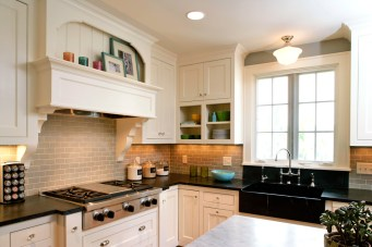 Sophisticated white cottage kitchen remodel in Minneapolis, MN