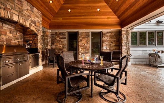 Outdoor patio, screened porch, outdoor fireplace, outdoor kitchen