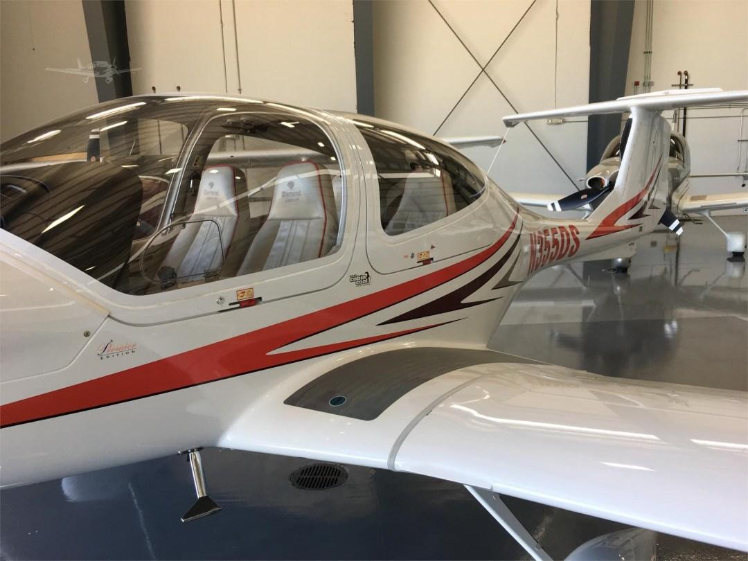 2010 DIAMOND DA40 XLS N355DS Pilot side view