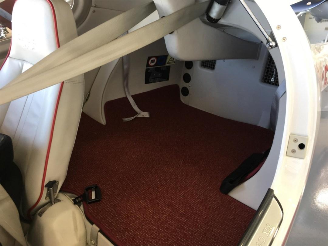2010 DIAMOND DA40 XLS N355DS Rear compartment