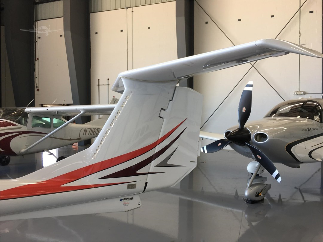 2010 DIAMOND DA40 XLS N355DS Tail close up