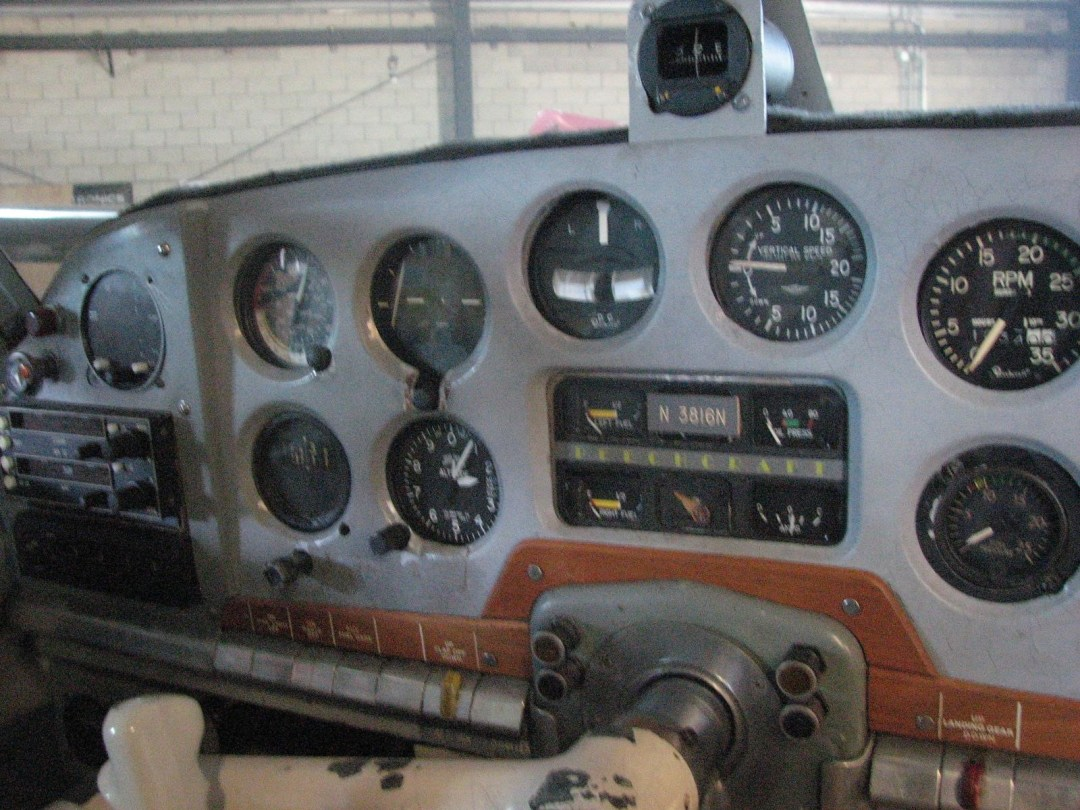 1947 BEECHCRAFT A35 BONANZA center intsruments