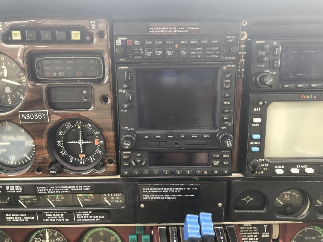 1979 PIPER SENECA II radio panel and instruments
