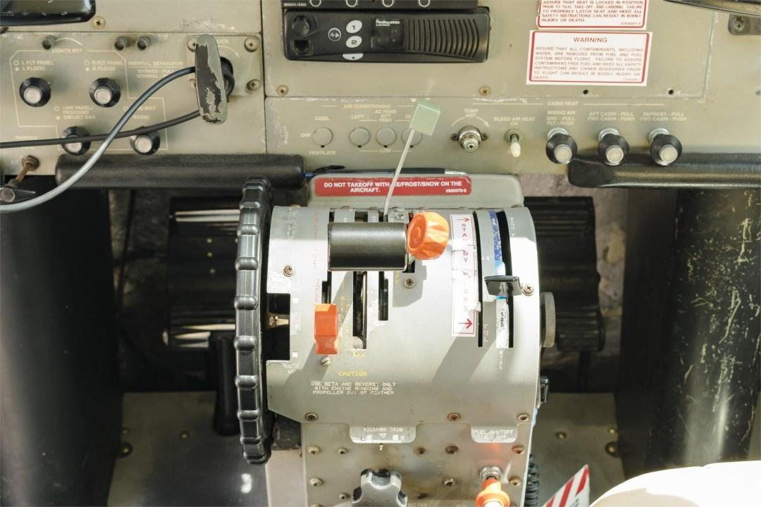 2002 CESSNA CARAVAN 208B GRAND enigine controls