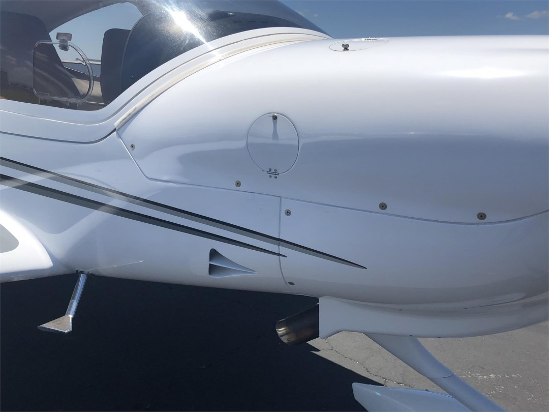 2008 DIAMOND DA40 XLS copilot side engine cowling