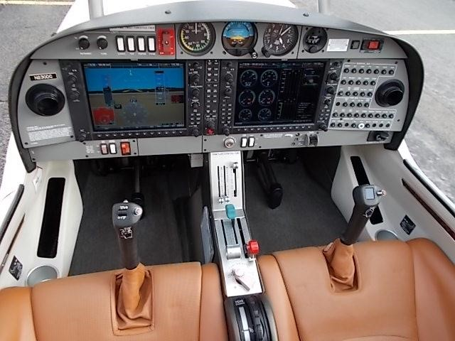 2008 DIAMOND DA40 XLS full instrument panel view