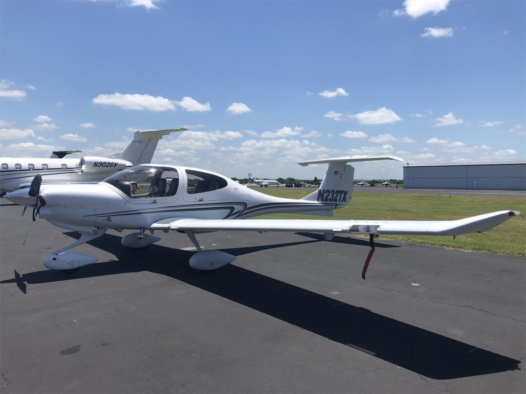 2008 DIAMOND DA40 XLS on Conroe airport ramp