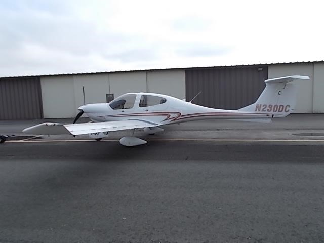 2008 DIAMOND DA40 XLS side view