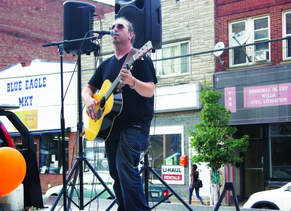Broadway boasts vibrant business scene at Ringin' the Rocks Art & Wine Crawl