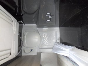 4x4 mercedes sprinter washroom