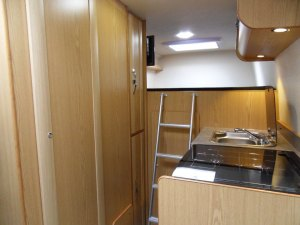 Sprinter sporthome fixed bed