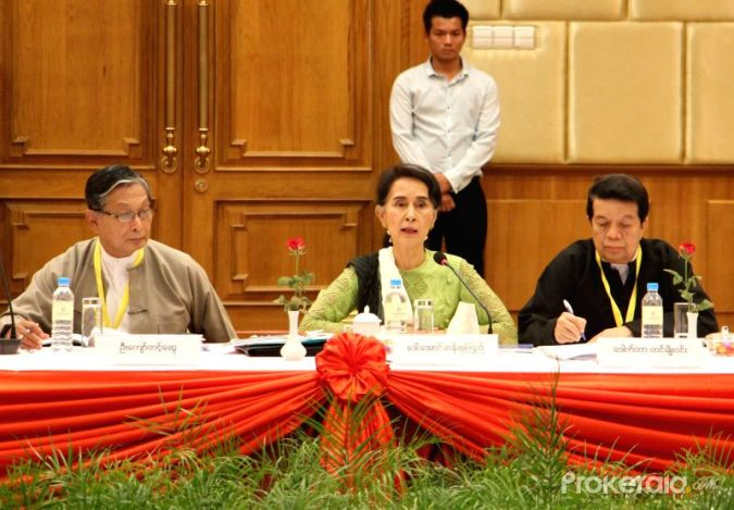 yangon-may-27-2016-myanmar-s-state-counselor-aung-422577