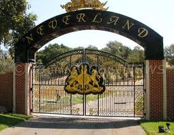 The Entrance Gates To Michael Jackson S Neverland Ranch