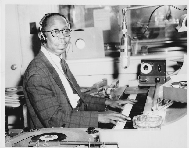 WXYZ's Jack Surrell was host on the nightly 'Top Of The Town' music show on 1270. Photo 1956.