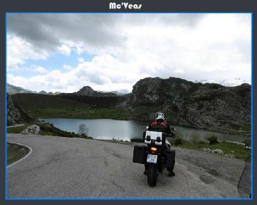 Moto en lago Enol