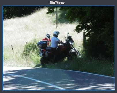 Aparcando la moto en el monte