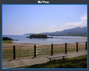vista de playa con isla en medio