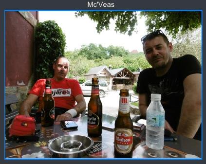 sylvain y Pin tomando una cerveza