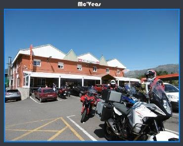 Motos aparcadas en Ezequiel