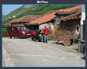 aparcando moto en Pedroveya