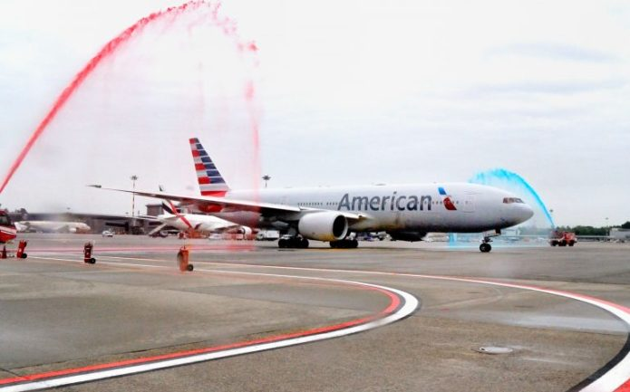 B777-200 American Airlines AA - Water salute VCE 05.05.2018