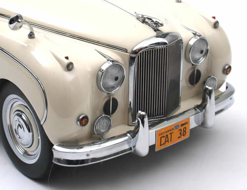 NEO Scale Models 1960 Jaguar MK9 LHD White 18038 In 118 Scale MDiecast