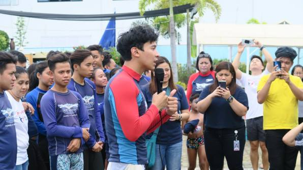 Enchong Dee pays forward to public school students