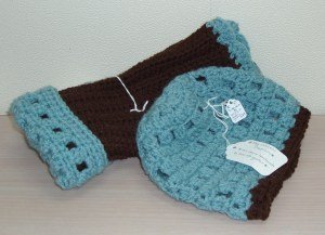 81. Crocheted Hat and Glove Set in Turquoise and Brown