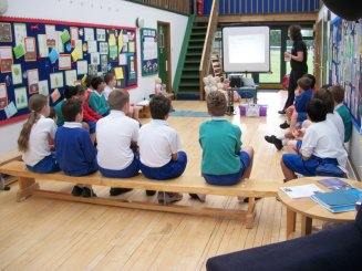 meadowbrook-montessori-primary-school-berskhire_assemblies068