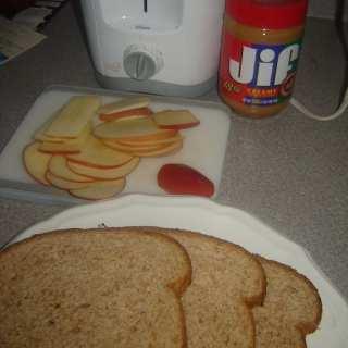 Mini Peanut Butter and Apple Sandwiches
