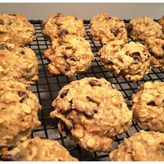 Healthy Makeover Chocolate Chip Oatmeal Cookies