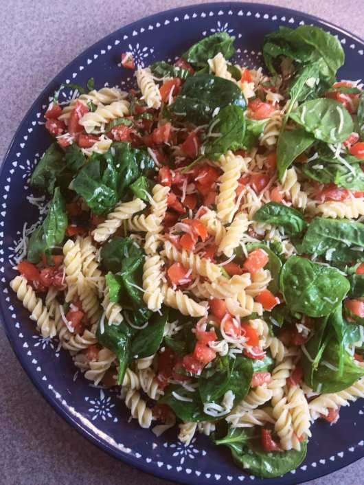 This delicious Bruschetta Pasta Salad recipe is 6 WW SP per serving and is part of meal plan #44 on Meal Planning Mommies.