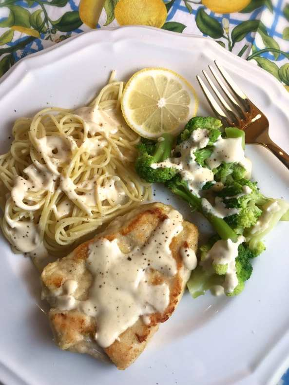 This Lemon Chicken Scallopini is one recipe in this week's free Meal Planning Mommies dinner meal plan - Weight Watchers FreeStyle Smart Points are included!