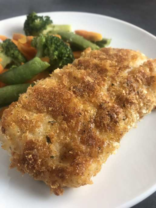This delicious potato crusted cod is just 4 Weight Watchers FreeStyle Smart Points per serving - Meal Planning Mommies