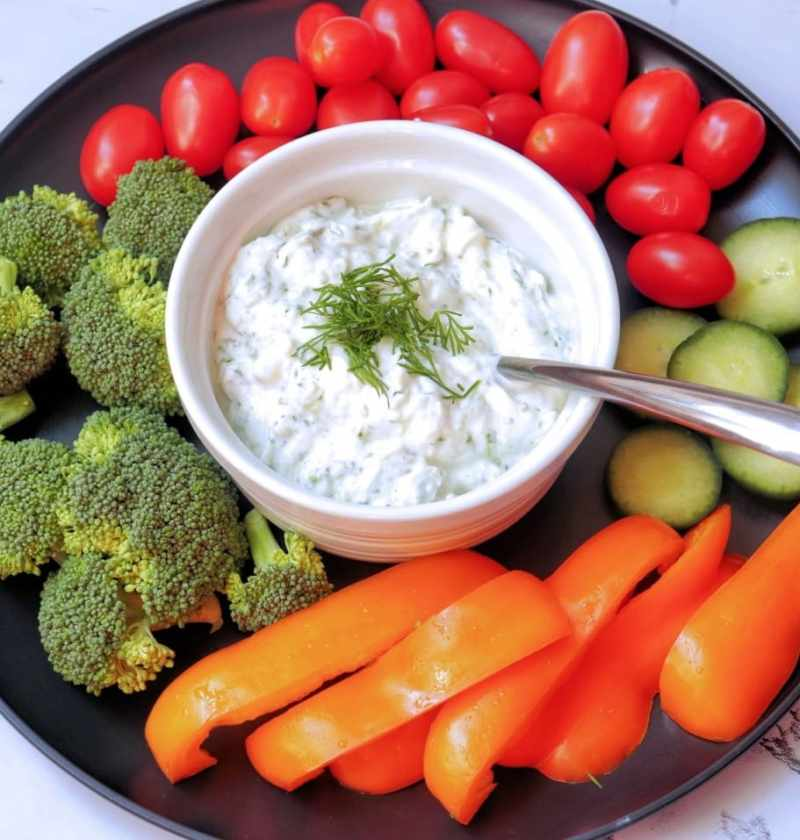Tzatziki with fresh vegetables