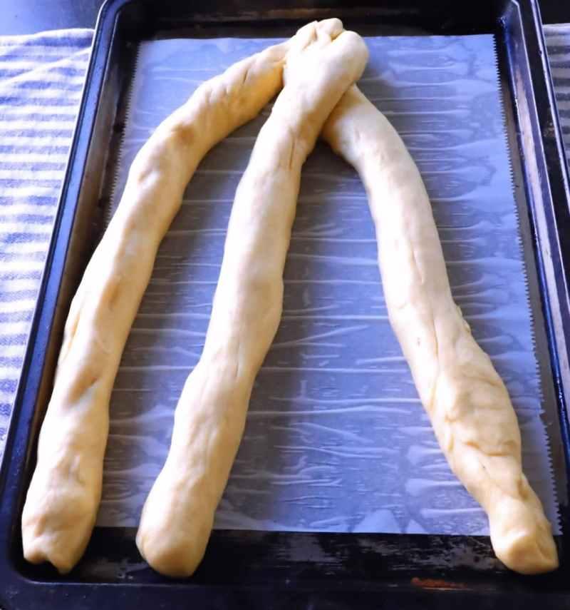 How to braid dough