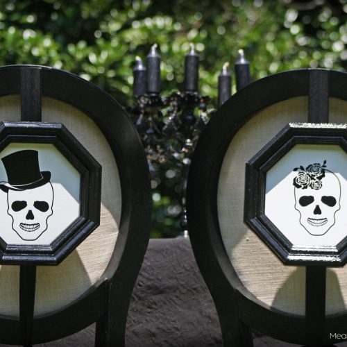 Skull Bride & Groom Signs - Cricut Tutorial - Halloween Wedding Reception Decor - Gothic   Black & White Wedding - www.MeandAnnabelLee.com