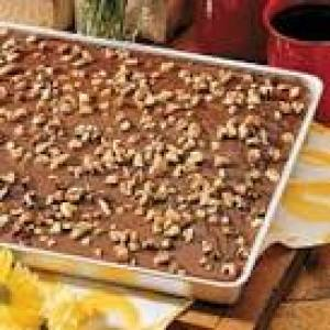 Thin cocoa cake with pecans