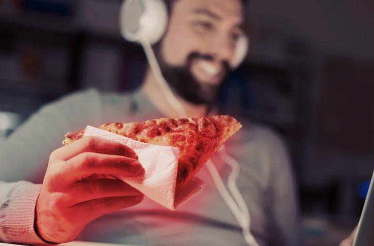 jeito-de-comer-a-pizza-diz-muito-sobre-sua-personalidade-qual-e-o-seu-tipo