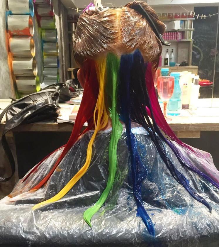 cabelo-colorido-na-nuca-nova-moda-arco-iris-do-instagram-e-variar-nas-cores3