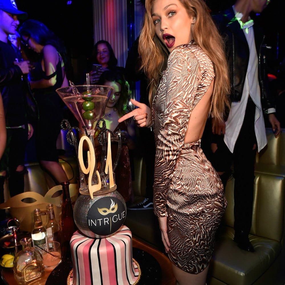o-look-das-supermodelos-mais-usados-em-seus-aniversarios1